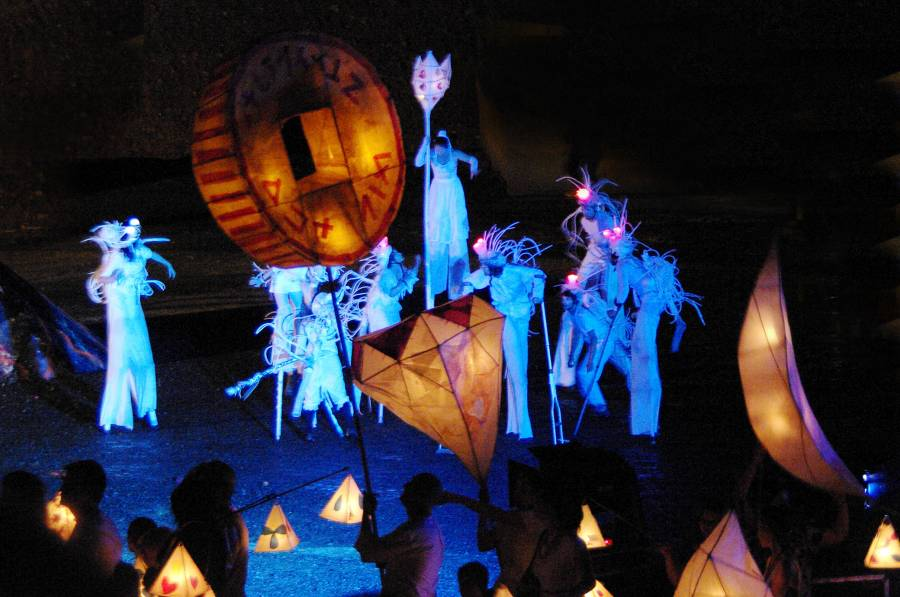Woodford closing ceremony 2010/11 - lantern parade
